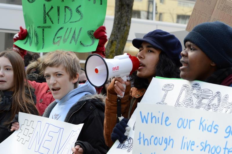 PHOTOS: Montrealers mobilize for gun control