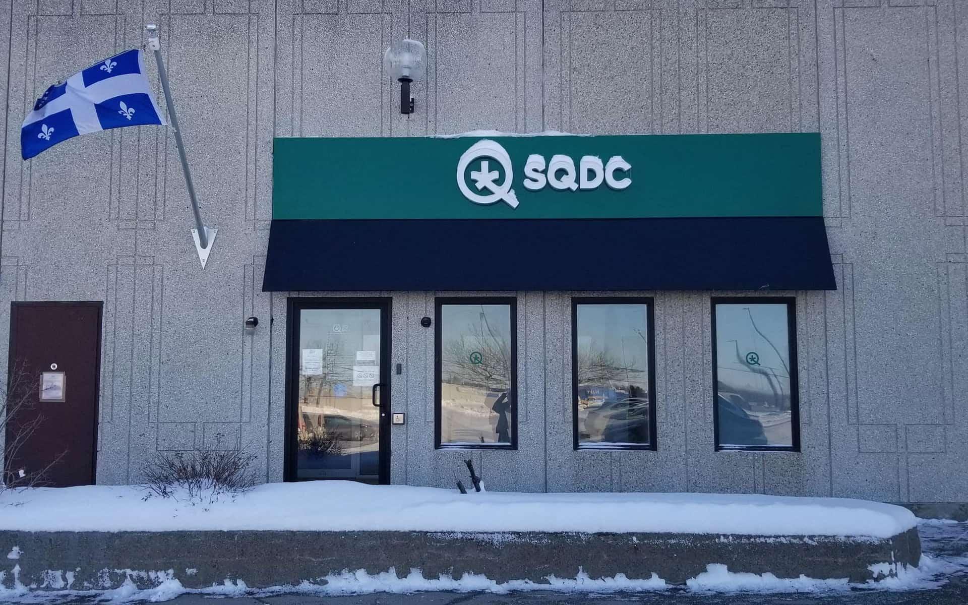 Quebec essential service