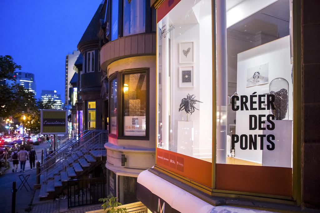 Créer des ponts, MBAM Crescent Photo by Thierry D