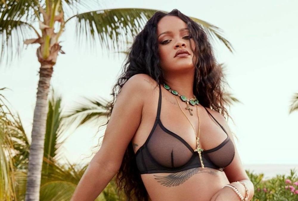 Rihanna announces a Fenty Beauty perfume line
