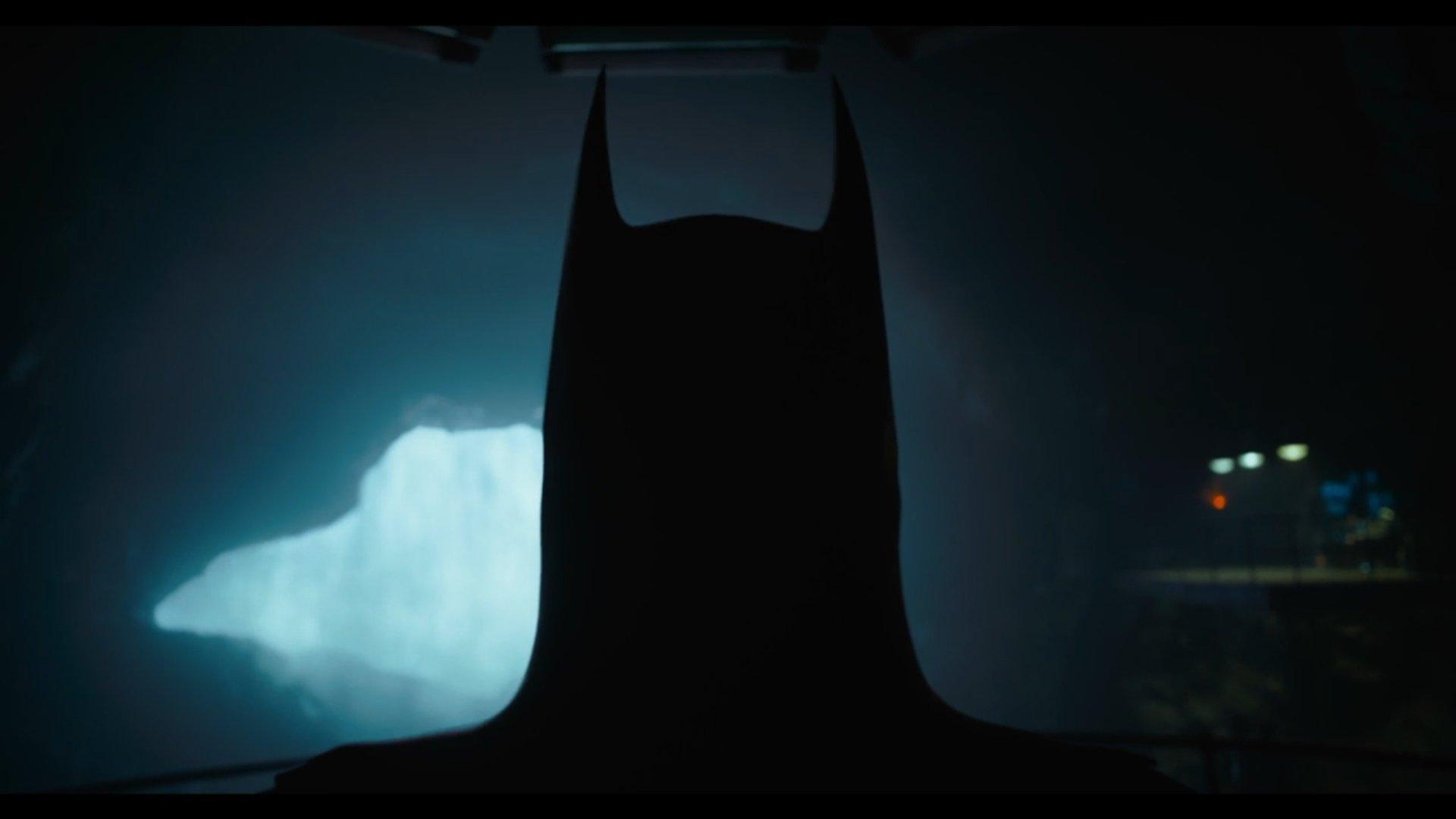 TRAILER: A first look at Michael Keaton as Batman in The Flash